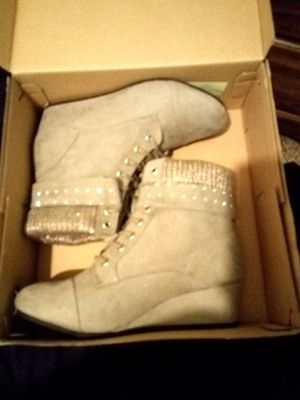 Girls ankle boots sz 4 for Sale in Fort Wayne, IN
