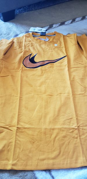 Brand new Nike shirt for Sale in Lomita, CA