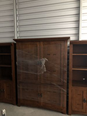 Furniture - Broyhill - bookshelves table $475 for Sale in Apex, NC
