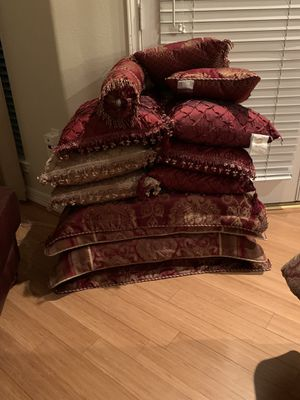 King Comforter -Maroon with Gold for Sale in Huffman, TX