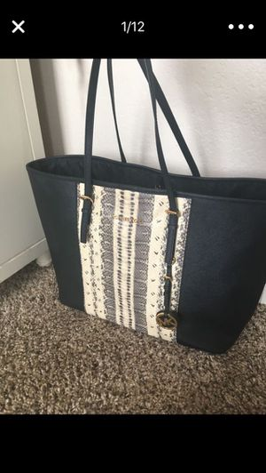 Michael Kors Large Handbag for Sale in Colton, CA