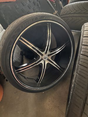 Lexani 26s needs 2 tires $400 for Sale in Los Angeles, CA
