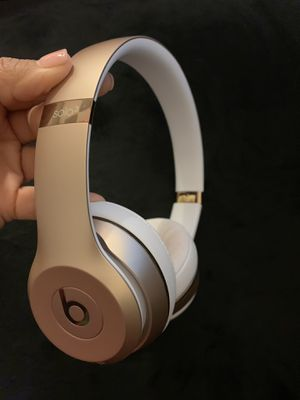 Wireless SOLO 3 beats with accessories GOLD for Sale in Pembroke Pines, FL