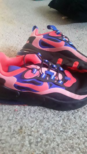 Nike air max 70, girls size 1.5 for Sale in Saginaw, OR