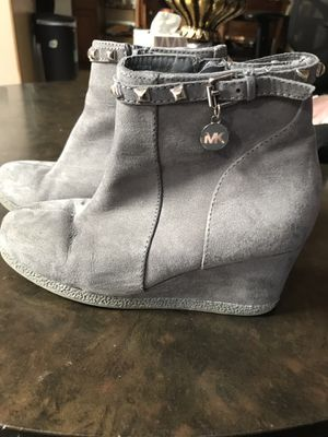 MK boots size 2Y for Sale in Wichita, KS