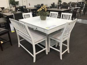 WHITE WOOD COUNTER HEIGHT DINING TABLE WITH CHAIRS AND BENCH for Sale in Rancho Cucamonga, CA