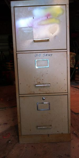 18 x 15 1/2. METAL FILING CABINET for Sale in Liberty, SC