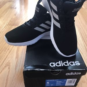 Brand New Adidas Size 5 Youth for Sale in Palos Park, IL