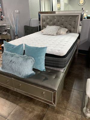 ⬛️ BLACK FRIDAY SALE ⬛️. BEAUTIFUL QUEEN SILVER BED WITH BENCH ONLY $599 ‼️ for Sale in Hesperia, CA