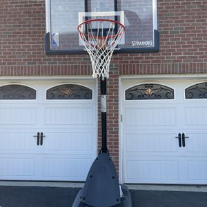 Spalding Basketball Hoop for Sale in Howell Township, NJ