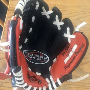 """Nice Rawlings Youth 8 1/2"""" Black /Red PL85SB Performance Baseball Glove For Left H. Catcher for Sale in Adelanto, CA"""