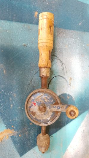 VINTAGE HAND CRANK DRILL for Sale in Fort Smith, AR