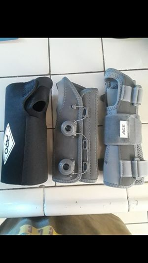 Hand Brace Support/Wrist Brace Support (Perfect for Carpal Tunnel Syndrome or Other Minor Hand/Wrist Injuries/Sport Injuries) Ace/Pro Health for Sale in Bell Gardens, CA