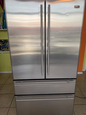 General Eléctric monogram 4 doors all stainless steel in excellent conditions delivery available for Sale in Los Angeles, CA