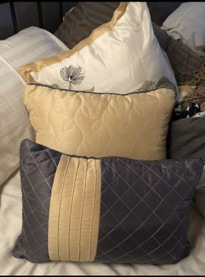 3 Throw pillows for Sale in Haines City, FL