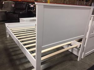 SPL Twin White Platform Bed **MATTRESS INCLUDED** for Sale in Santa Fe Springs, CA