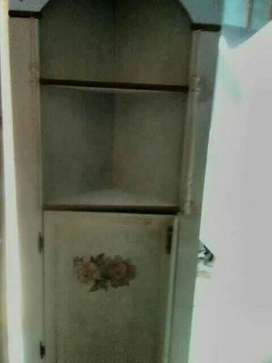 Off White corner cabinet. for Sale in Cynthiana, KY