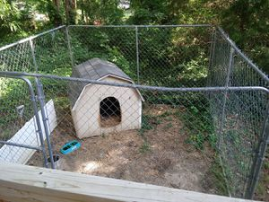 Dog house and a kennel for Sale in North Chesterfield, VA