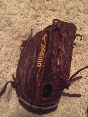 Mizuno baseball glove for right handed players for Sale in Austin, TX