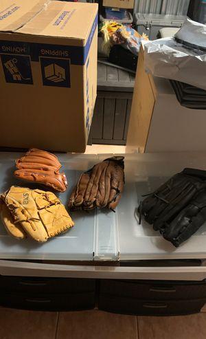 Baseball gloves for Sale in Hialeah, FL