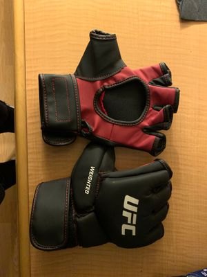UFC WEIGHTED GLOVES for Sale in Lawrence, MA