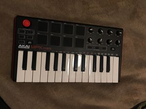 MPK MINI CONTROLLER (MUSIC EQUIPMENT) for Sale in San Diego, CA