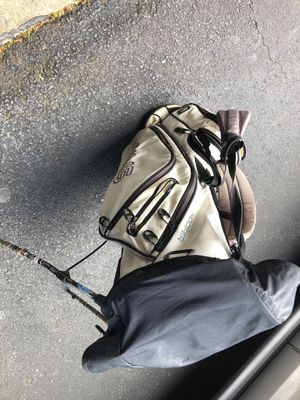 Ping Hoofer Golf Bag with rain cover for Sale in Manassas, VA