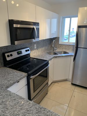 Kitchen Cabinets - countertop included - all custom made to your preference with many materials and colors for Sale in Hialeah, FL