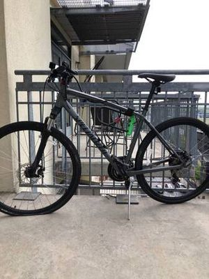 Specialized Crosstrail - mechanical disc (Men's Large) for Sale in Austin, TX