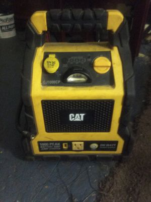 CAT 1000 PEAK BATTERY AMP JUMP STARTER for Sale in Fresno, CA