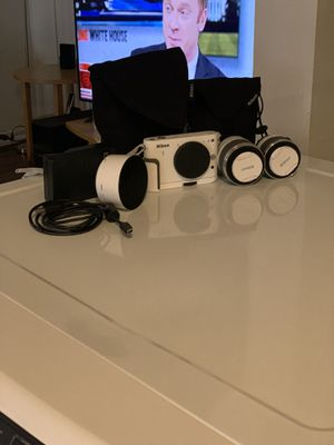 Nikon 1 Series Camera w 2 lenses , hood, cases and carry bag for Sale in Los Angeles, CA