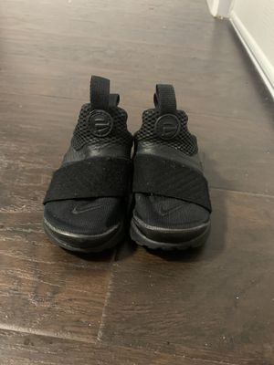 6c Nike shoes for Sale in Inglewood, CA