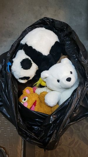 Box full of stuffed animals for Sale in Oregon City, OR