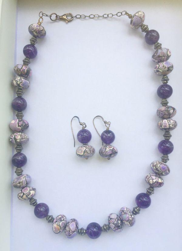 Gorgeous purple and white gemstone necklace set