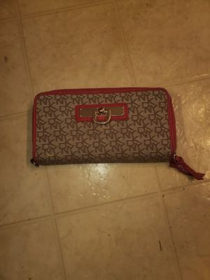 DKNY WALLET for Sale in Eau Claire, WI
