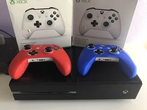 Xbox one with two controllers - works great for Sale in Las Vegas, NV