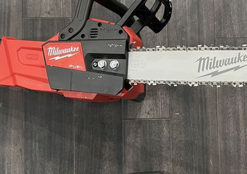 Milwaukee M18 FUEL chainsaw for Sale in Las Vegas,  NV