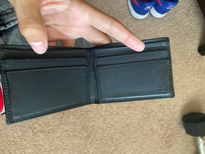 Black Gucci wallet for Sale in Orlando, FL