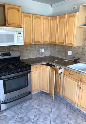 Used kitchen cabinet , 500 full set , 13 piece with pantry for Sale in Long Beach, CA