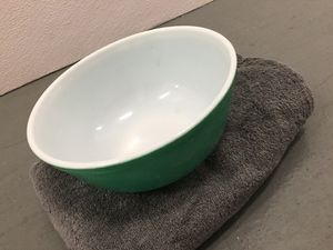 Pyrex 2 and a half quart Mixing Bowl for Sale in Huntington Park, CA