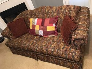 Love couch pulls out to a bed for Sale in Powersville, GA