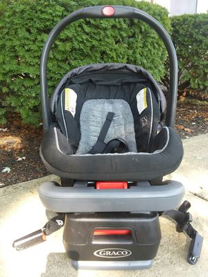 Graco SnugRide SnugLock 35 infant car seat for Sale in Columbus, OH