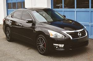 Nissan Altima 2014 4D 2.5 Clean tilte for Sale in Valencia, CA