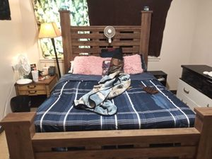 Nice like new bed frame for Sale in Georgetown, KY