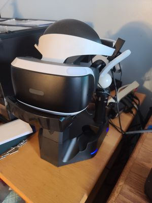 Playstation VR w/ Skyrim and Demo Disc for Sale in OR, US
