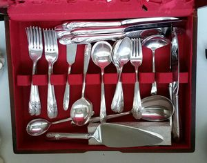 "Holmes & Edwards ""Romance"" pattern 70 pc silverware set for Sale in Los Angeles, CA"