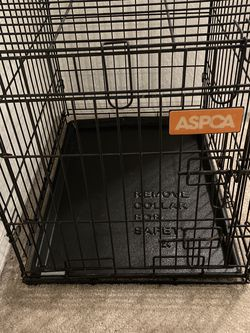 18 x 24 {Medium } Collapsible Dog Crate & Plastic Pan for Sale in Citrus Springs,  FL