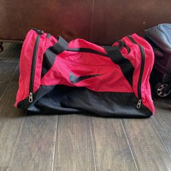 Large Pink Nike Duffle Bag for Sale in Chicago,  IL