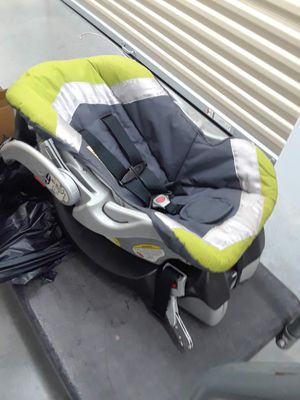 Baby Trend car seat and base for Sale in Orlando, FL