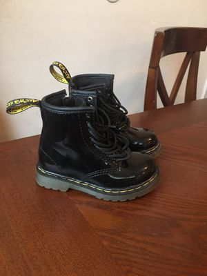 Dr Martens toddler girl boots size 7 for Sale in Sedro-Woolley, WA